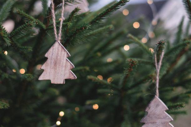 christmas-ornaments-on-christmas-tree-704219-1024x683